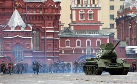 Rus tankları Kızıl Meydan'da! galerisi resim 1