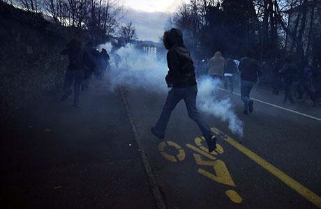 İsviçre sokakları alev alev! galerisi resim 20
