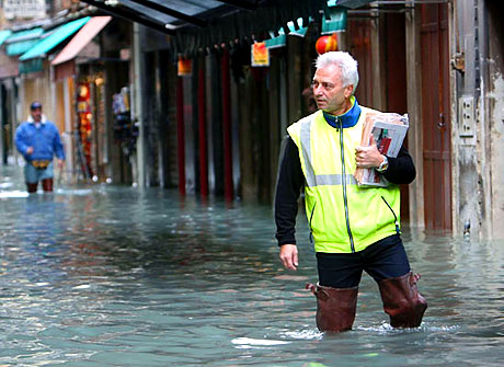 Venedik yine sular altında kaldı! galerisi resim 1
