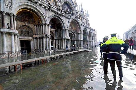 Venedik yine sular altında kaldı! galerisi resim 10