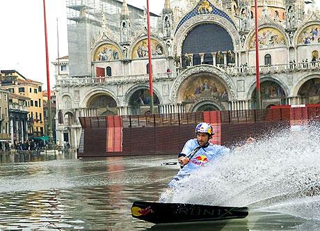 Venedik yine sular altında kaldı! galerisi resim 12