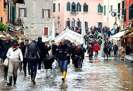 Venedik yine sular altında kaldı! galerisi resim 17