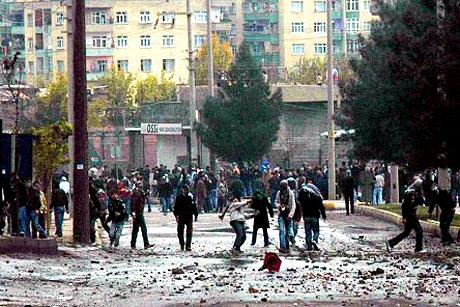 Diyarbakır Karıştı 1 Öğrenci Öldü galerisi resim 13