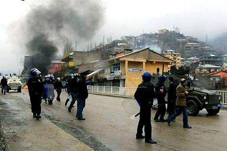 Diyarbakır Karıştı 1 Öğrenci Öldü galerisi resim 18