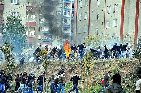 Diyarbakır Karıştı 1 Öğrenci Öldü galerisi resim 6