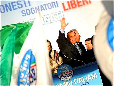 Berlusconi'nin burnunu kırdılar! galerisi resim 16