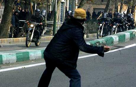 İran yine kırmızı: Gösteriler durmuyor! galerisi resim 11