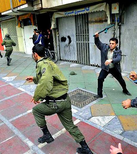 İran yine kırmızı: Gösteriler durmuyor! galerisi resim 13
