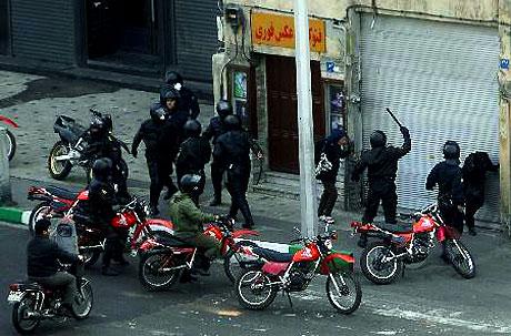 İran yine kırmızı: Gösteriler durmuyor! galerisi resim 32