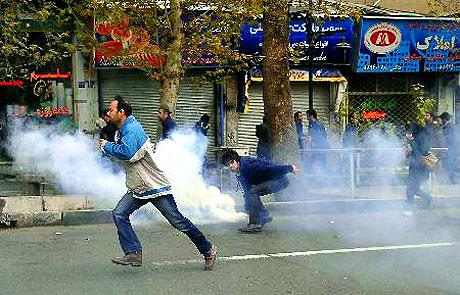 İran yine kırmızı: Gösteriler durmuyor! galerisi resim 37