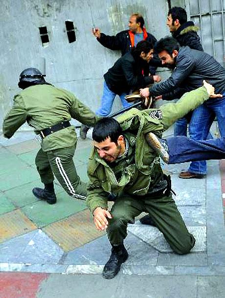İran yine kırmızı: Gösteriler durmuyor! galerisi resim 5