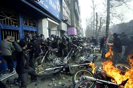 İran yine kırmızı: Gösteriler durmuyor! galerisi resim 7