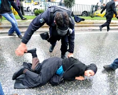 Polis, kadın çocuk ayırmadı! galerisi resim 43