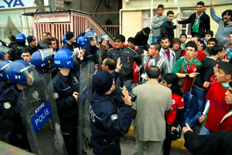 Diyarbakır Bursa maçında olaylar çıktı! galerisi resim 11