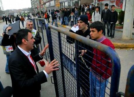 Diyarbakır Bursa maçında olaylar çıktı! galerisi resim 14