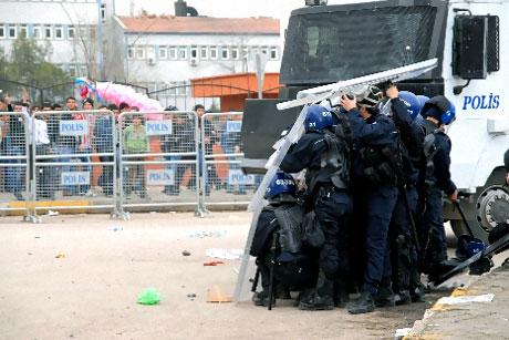 Diyarbakır Bursa maçında olaylar çıktı! galerisi resim 22