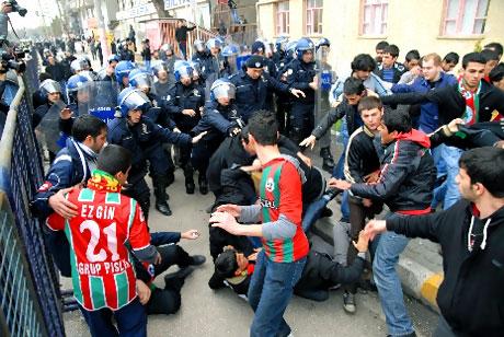 Diyarbakır Bursa maçında olaylar çıktı! galerisi resim 23