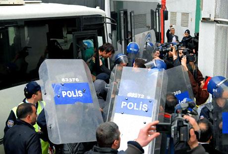 Diyarbakır Bursa maçında olaylar çıktı! galerisi resim 24
