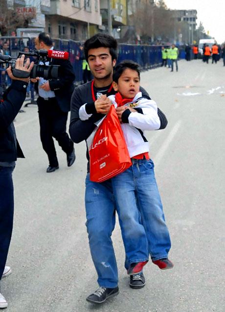 Diyarbakır Bursa maçında olaylar çıktı! galerisi resim 26