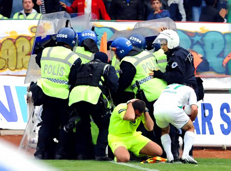 Diyarbakır Bursa maçında olaylar çıktı! galerisi resim 32