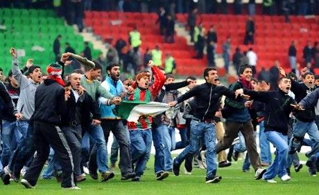 Diyarbakır Bursa maçında olaylar çıktı! galerisi resim 48