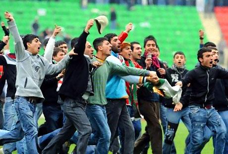 Diyarbakır Bursa maçında olaylar çıktı! galerisi resim 49