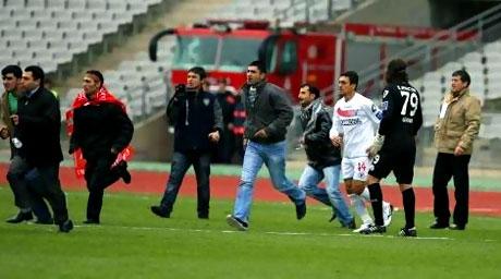 Diyarbakırspor - İBB maçında olaylar çıktı galerisi resim 1