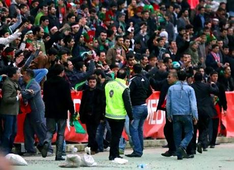 Diyarbakırspor - İBB maçında olaylar çıktı galerisi resim 10