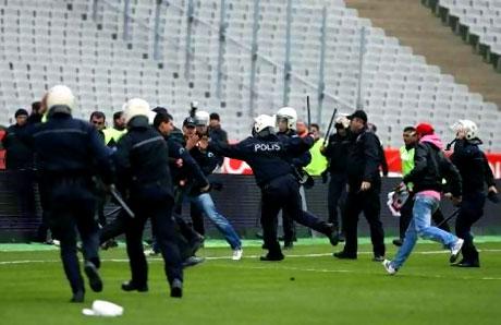 Diyarbakırspor - İBB maçında olaylar çıktı galerisi resim 11