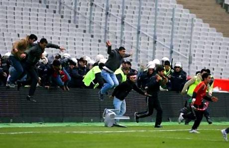 Diyarbakırspor - İBB maçında olaylar çıktı galerisi resim 15