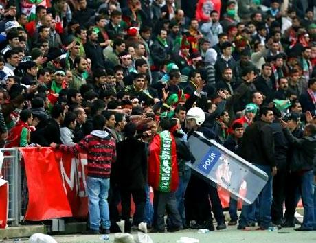 Diyarbakırspor - İBB maçında olaylar çıktı galerisi resim 16