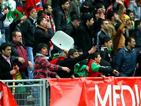 Diyarbakırspor - İBB maçında olaylar çıktı galerisi resim 18