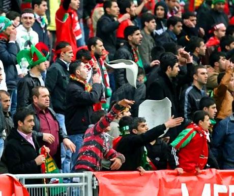 Diyarbakırspor - İBB maçında olaylar çıktı galerisi resim 19