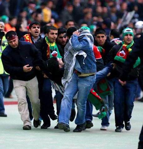 Diyarbakırspor - İBB maçında olaylar çıktı galerisi resim 21