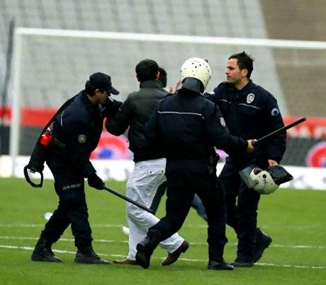 Diyarbakırspor - İBB maçında olaylar çıktı galerisi resim 4