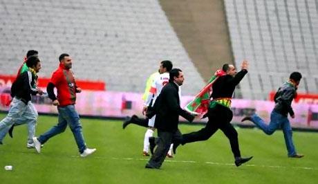 Diyarbakırspor - İBB maçında olaylar çıktı galerisi resim 7