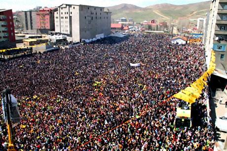 Yüksekova'da görkemli Newroz galerisi resim 34
