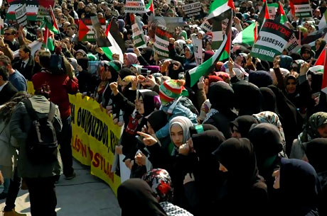Onbinler İstanbul'da İsrail'i protesto etti! galerisi resim 8
