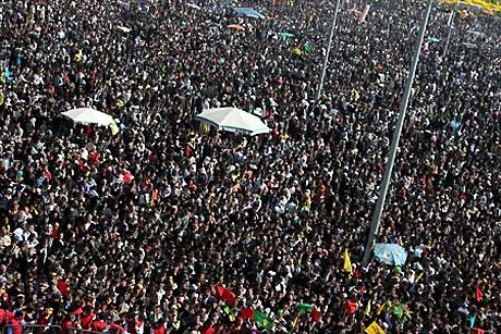 Diyarbakır'da Newroz ateşi yakıldı galerisi resim 2