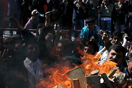 Diyarbakır'da Newroz ateşi yakıldı galerisi resim 37
