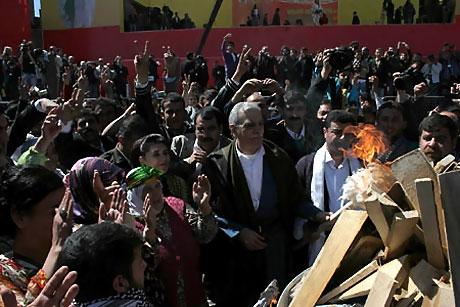 Diyarbakır'da Newroz ateşi yakıldı galerisi resim 39