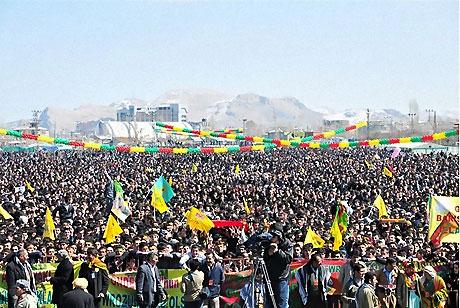 Diyarbakır'da Newroz ateşi yakıldı galerisi resim 41