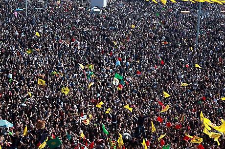 Diyarbakır'da Newroz ateşi yakıldı galerisi resim 5