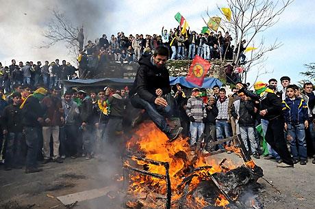 Diyarbakır'da Newroz ateşi yakıldı galerisi resim 54