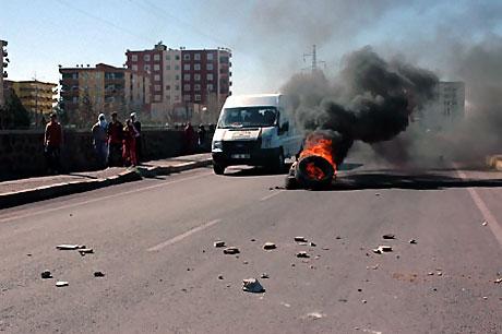 Diyarbakır'da Newroz ateşi yakıldı galerisi resim 7
