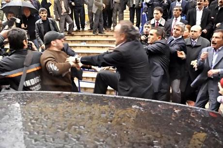 Ahmet Türk'e ırkçı saldırı galerisi resim 19