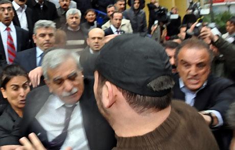 Ahmet Türk'e ırkçı saldırı galerisi resim 3