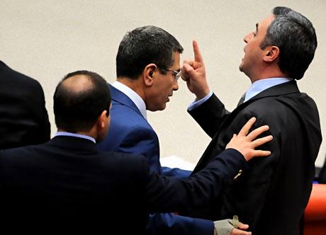 Mecliste 'Ülkede savaş yaşanıyor' tartışması! galerisi resim 3