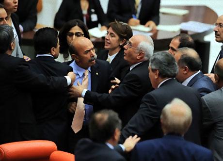 Mecliste 'Ülkede savaş yaşanıyor' tartışması! galerisi resim 4