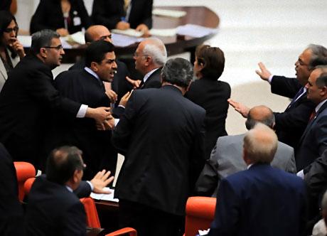 Mecliste 'Ülkede savaş yaşanıyor' tartışması! galerisi resim 5